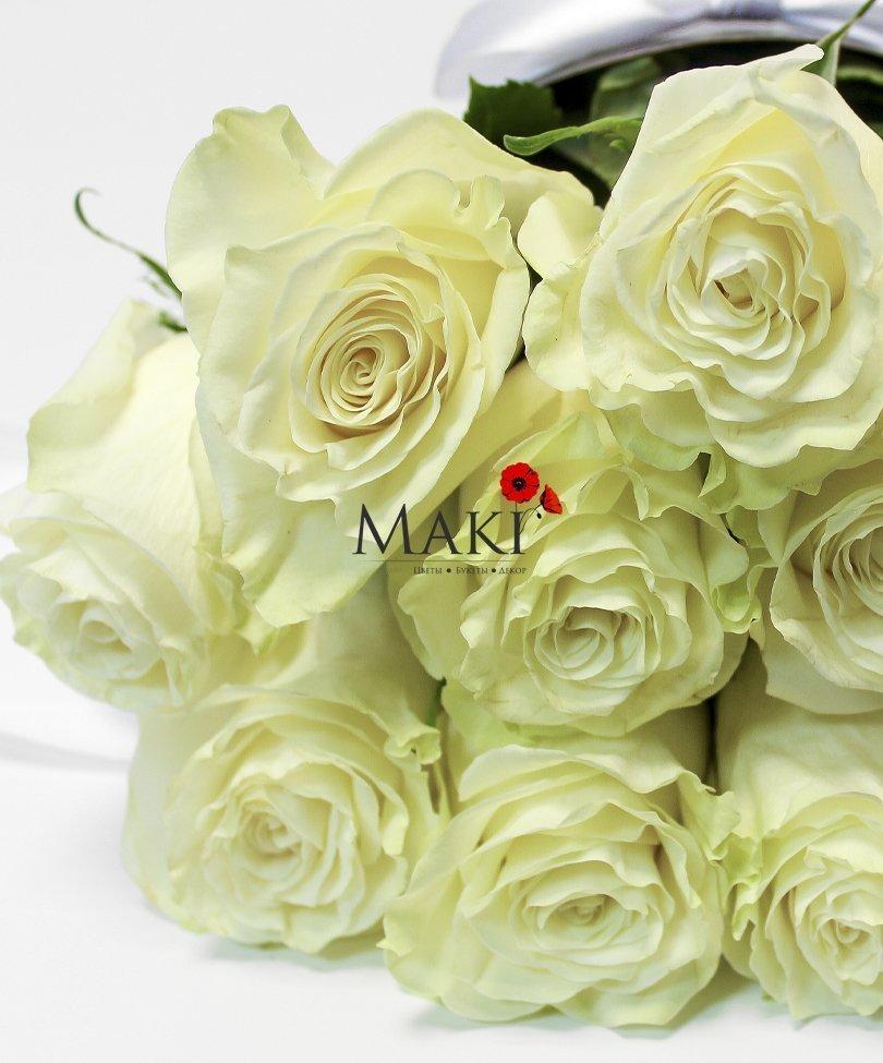 Композиция «Розы в конусе»