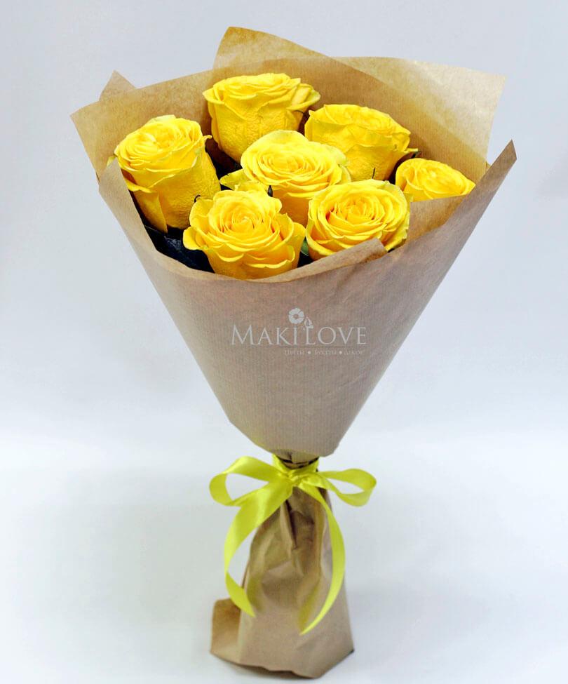 Букет из 7 желтых роз в крафте