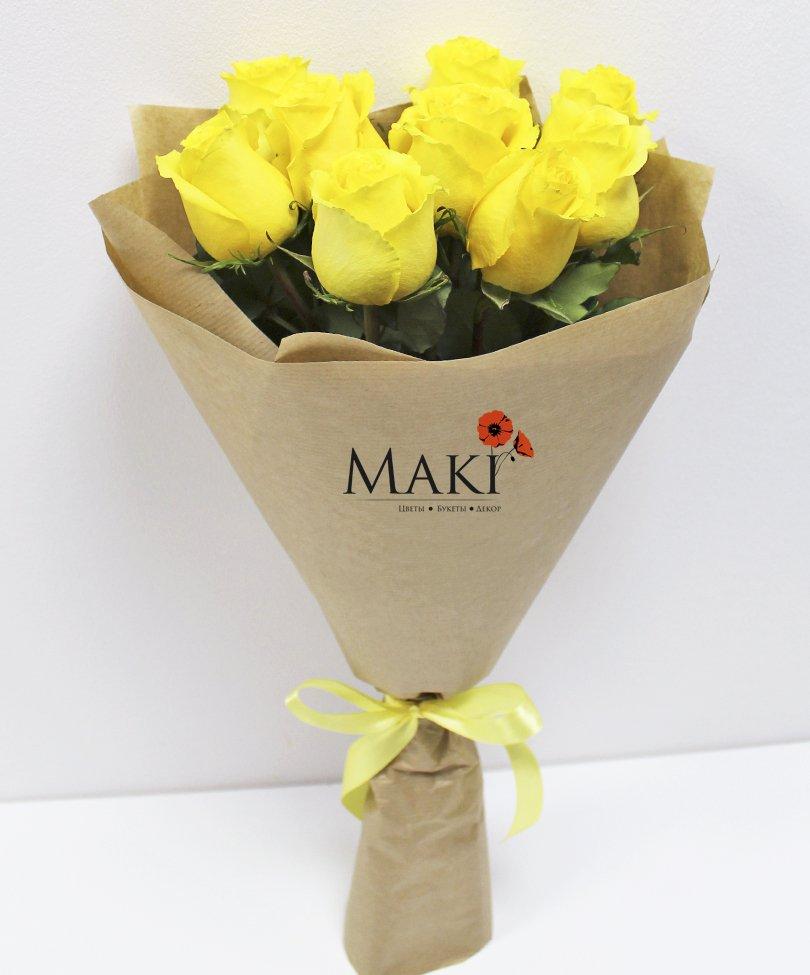 Букет из 9 желтых роз в крафт бумаге