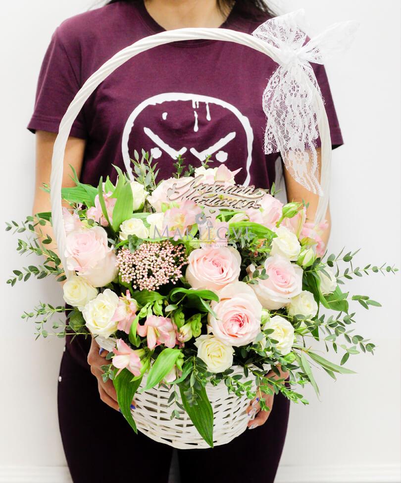 Букет роз «Милфей» в корзинке