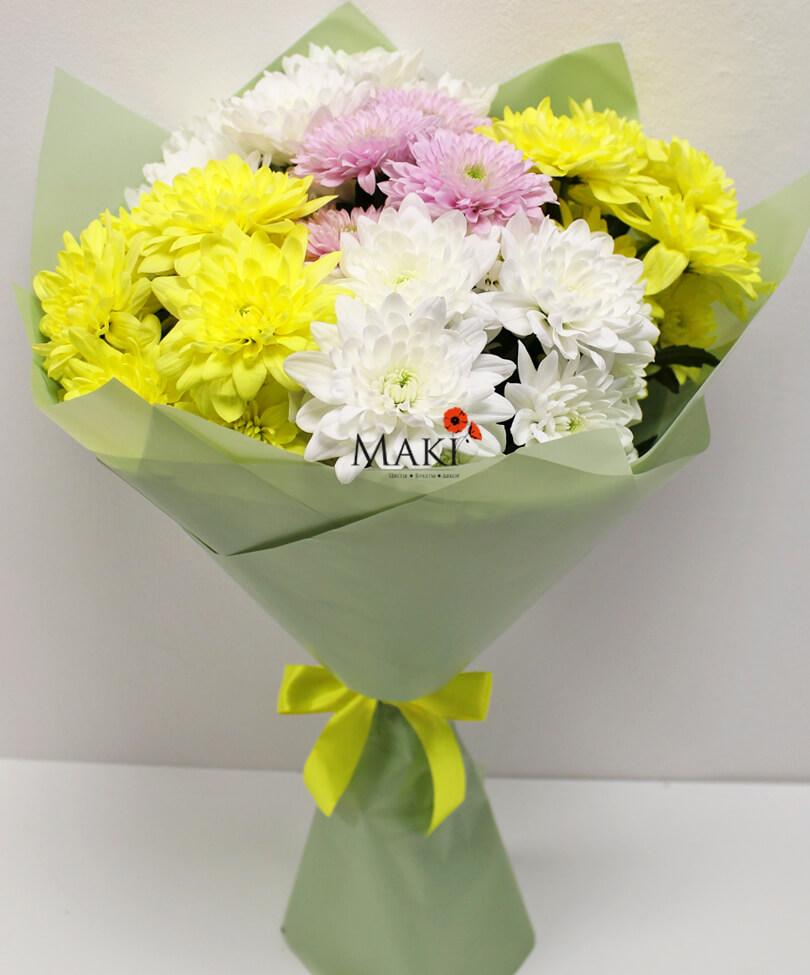 Букет из 5 разноцветных хризантем