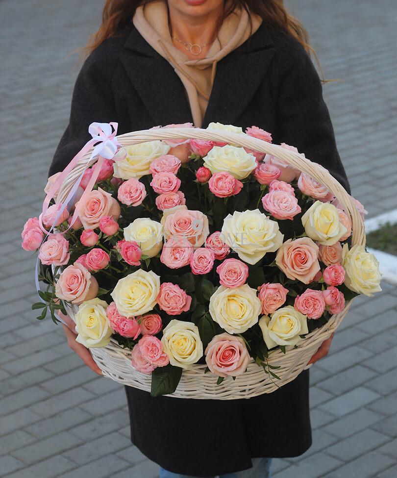 """Корзина роз """"Объятия любви"""""""