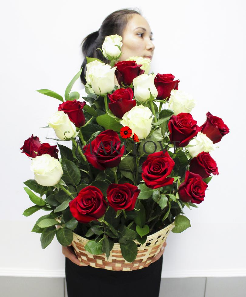 Корзина 25 роз «Поэзия чувств»