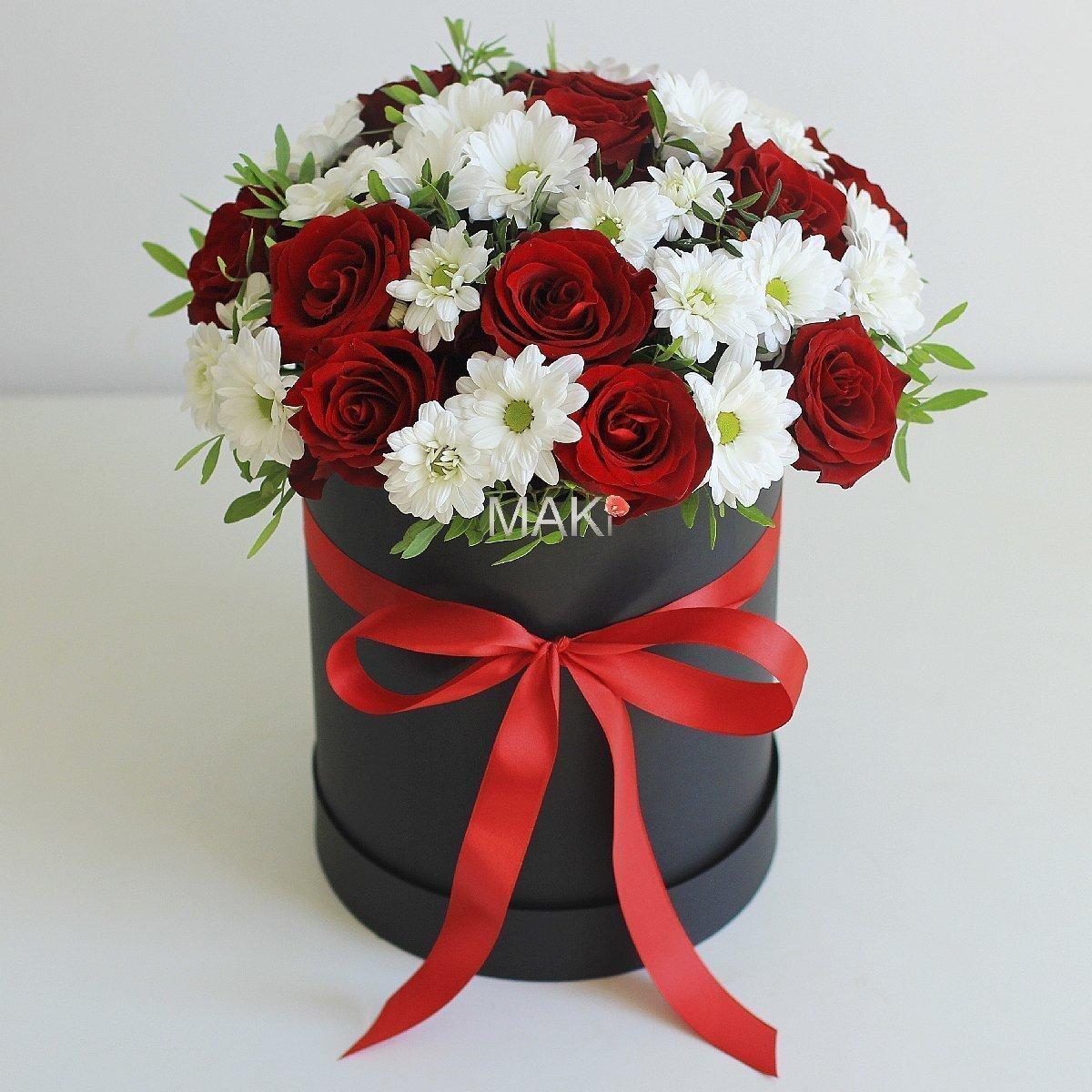 Париж с красными розами