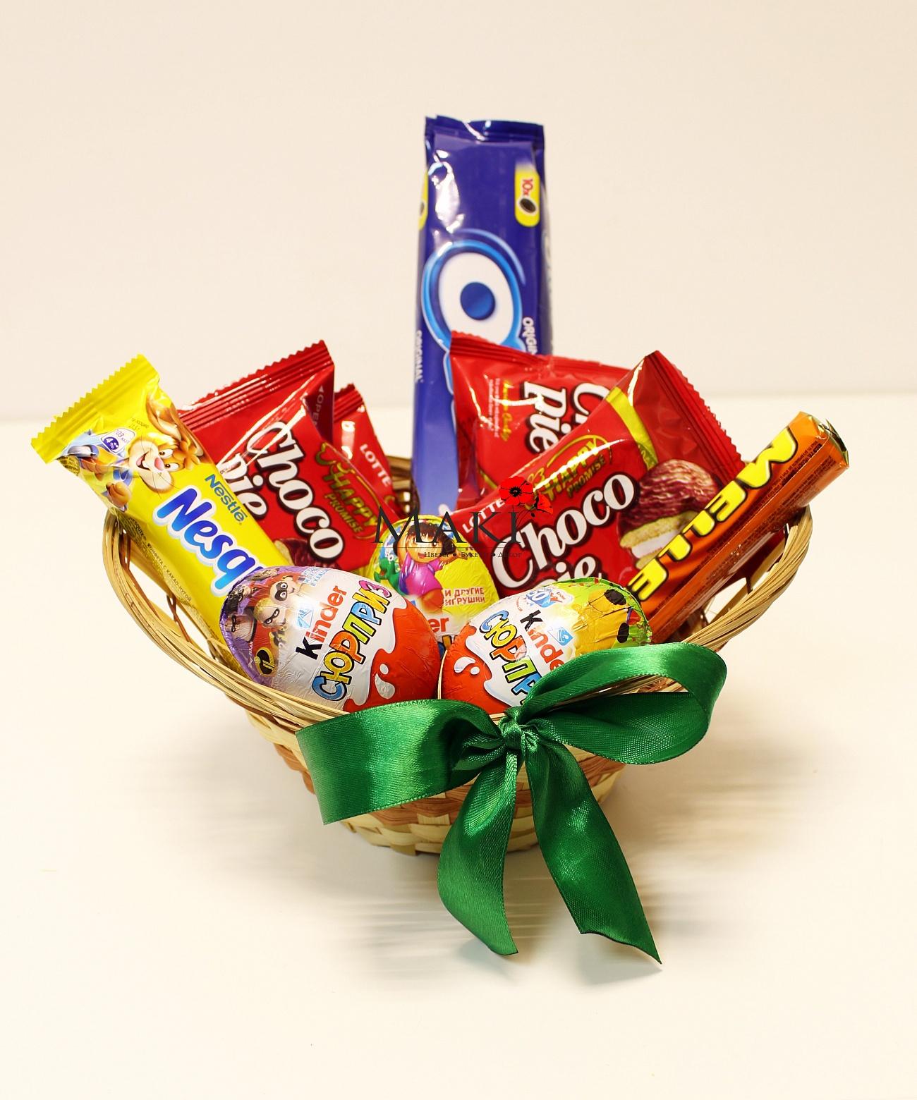 Корзина сладостей для детей