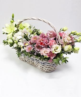 Букет «Розовое цветение» в корзинке