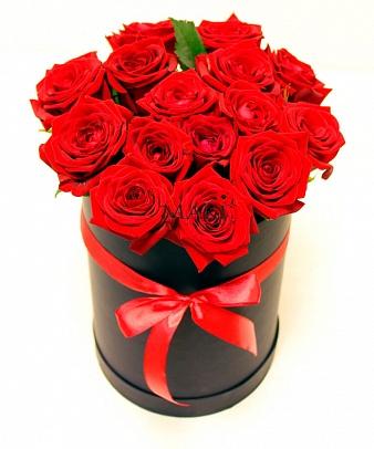 Букет 15 роз «Чили» (черная коробка)