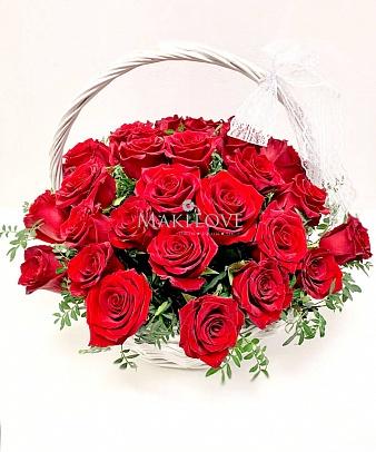 Корзина 33 красных роз