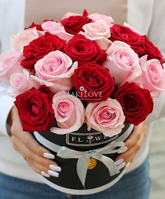 Букет из роз «Чикаго» в шляпной коробке