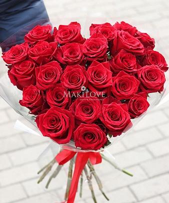 Сердце из 25 роз «Love is»