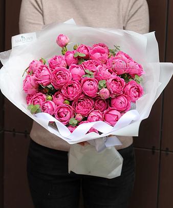 Букет из 7 пионовидной кустовой розы
