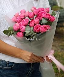 Букет из 5 пионовидных кустовых роз