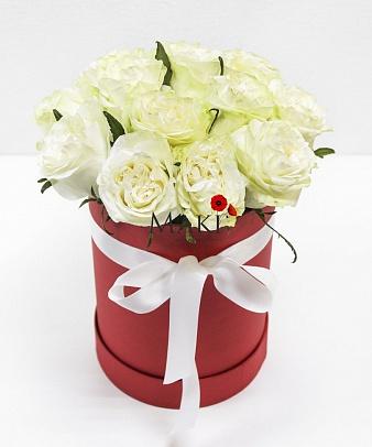 Букет из 15 роз «Стамбул» (красная коробка)