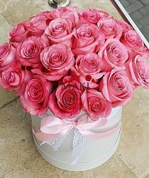 Букет роз в шляпной коробке «Розовые мечты»