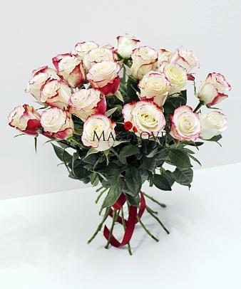 Букет из 25 двухцветных роз